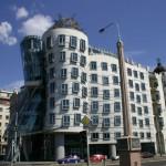 Pražský Tančící dům prodali za 360 milionů korun