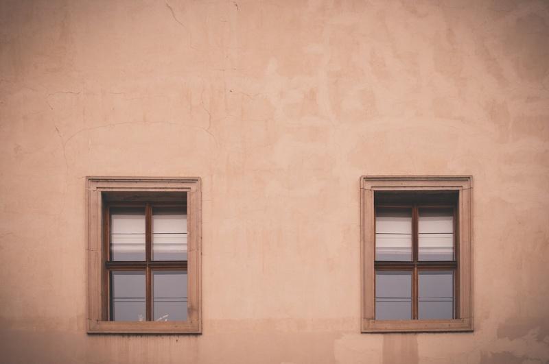 okna v domě