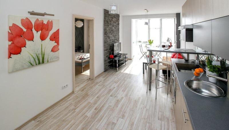 Díky vysokým cenám se stává koupě nemovitosti pro mnoho lidí nedosažitelná. Zvyšuje se tak zájem o nájemní bydlení.